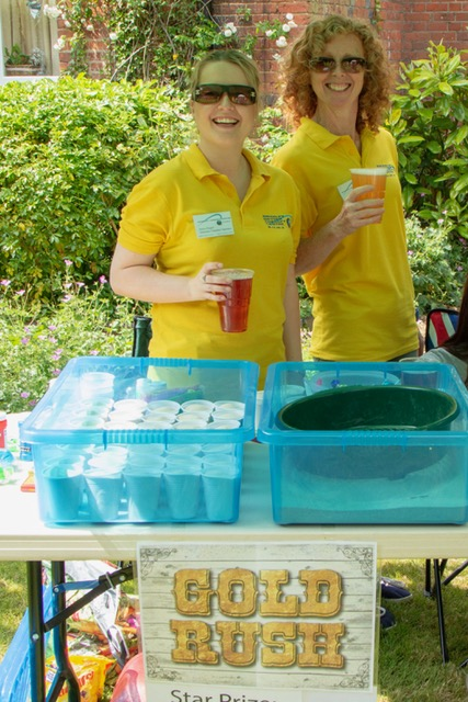 Volunteer Chamber Operator Jessica & Gaynor on the Gold Rush & Double Decker stalls